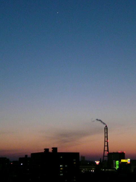我が家の玄関から見える夕焼けは 夢のように綺麗です。